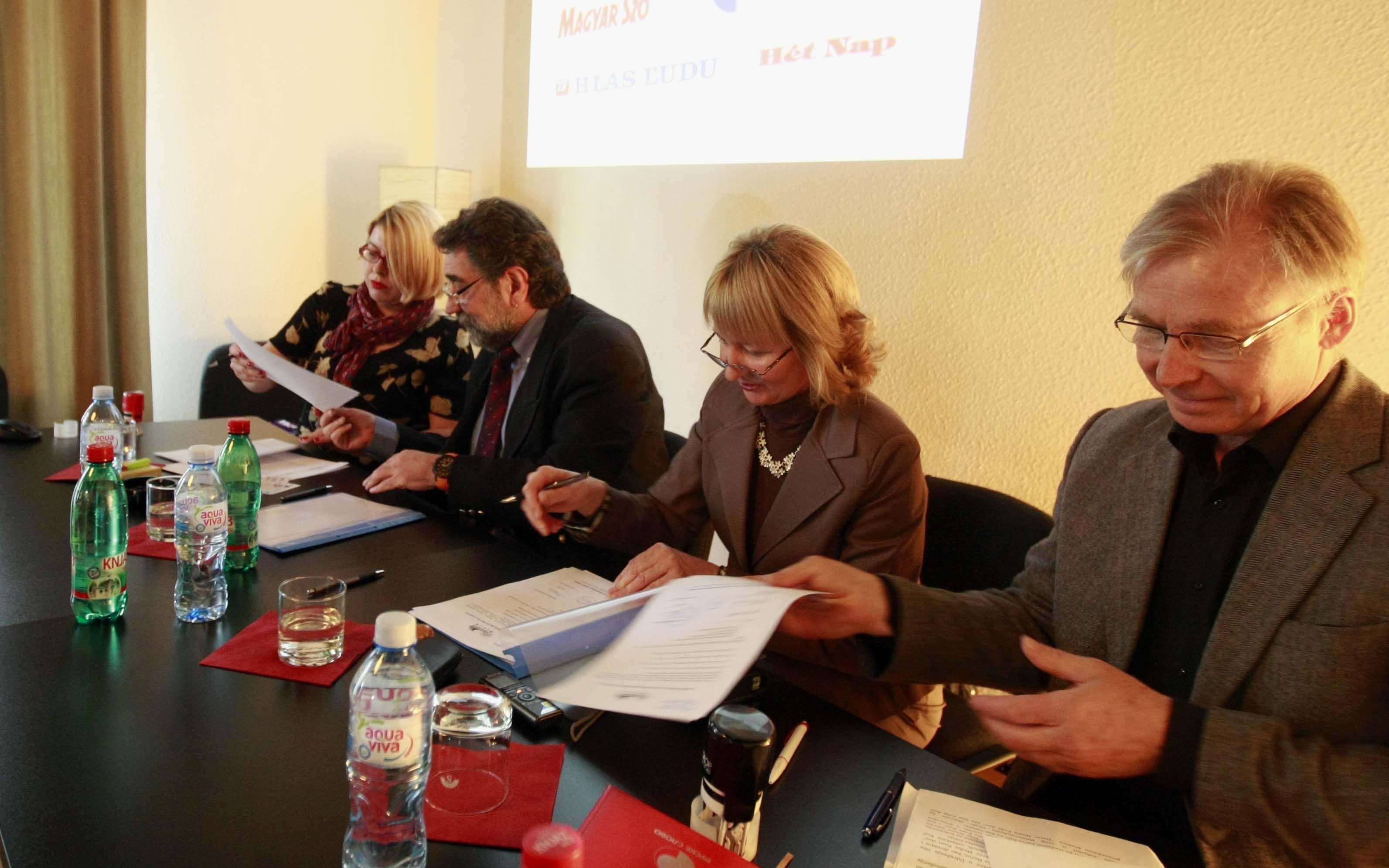 Potpisivanje kolektivnog clanstva sa medijima na jezicima manjina, april 2014